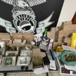 Polícia apreende maconha remetida pelos correios e prende traficante em shopping